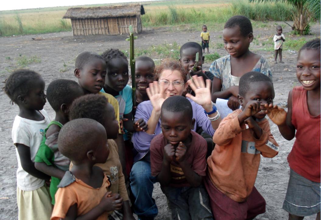 Agnese Castellarin e i suoi bambini in Congo.