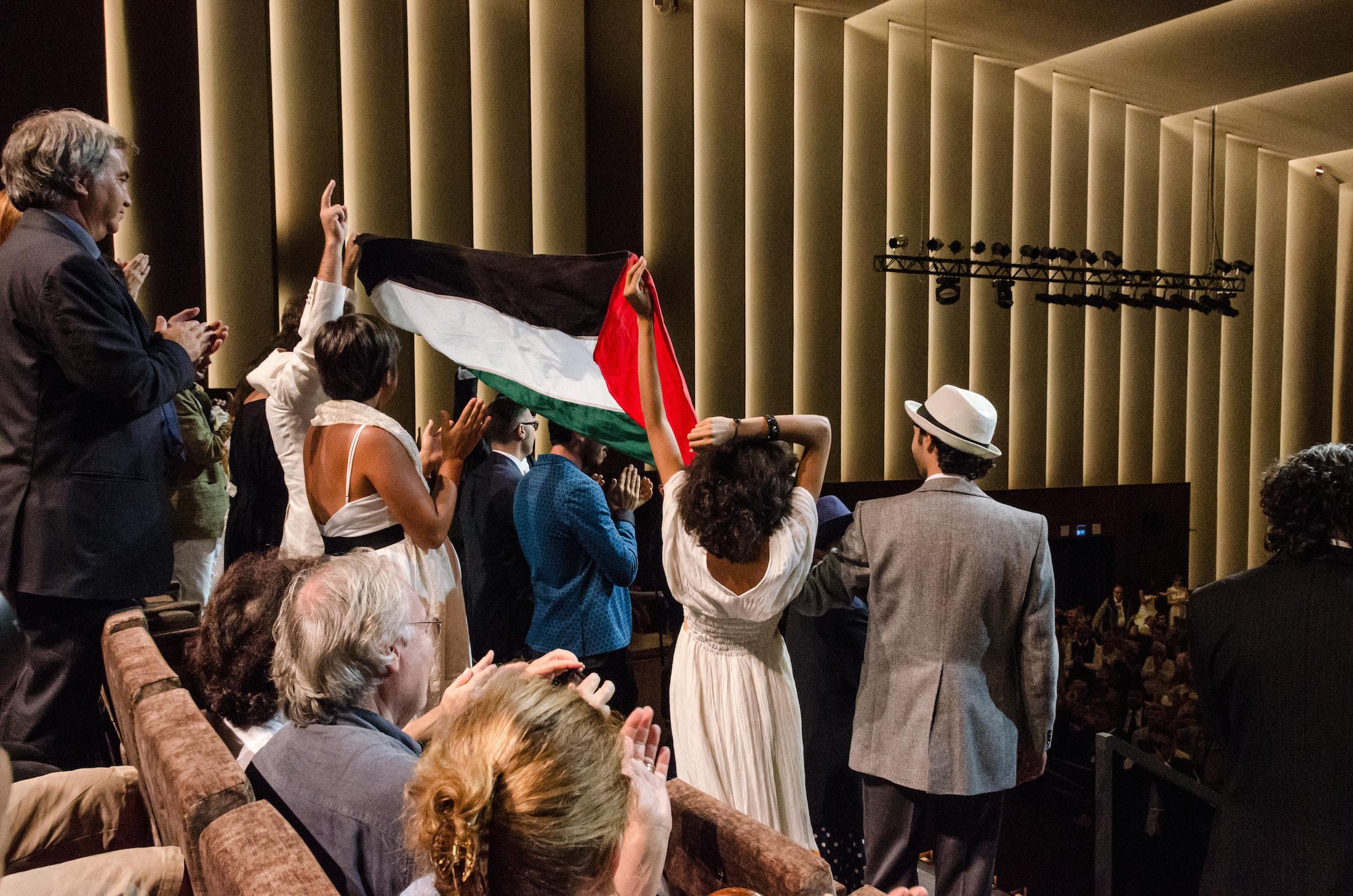 In sala la bandiera palestinese