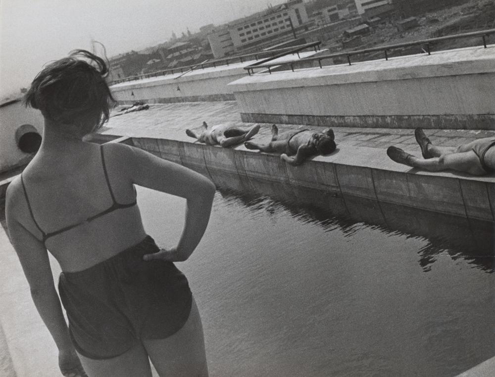 A. Rodčenko - Esercizi mattutini sul tetto di uno studentato, Lefortovo, 1932