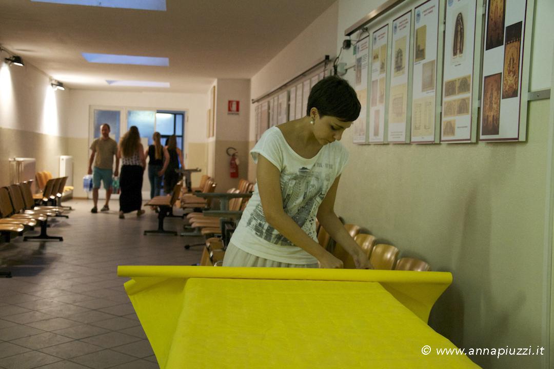 Si preparano le tavole - Rosaria